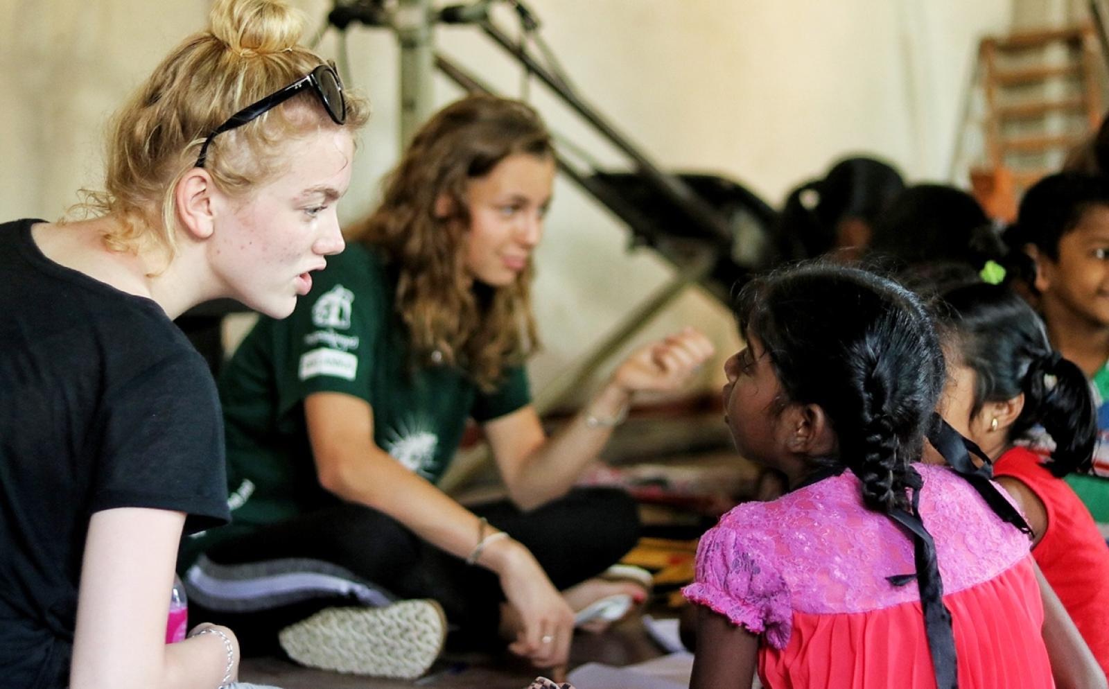 スリランカで基礎教育に努めるチャイルドケアボランティアたち